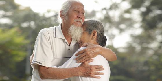 """Khi cha mẹ già đi sẽ để lại 7 """"gánh nặng"""", phận làm con liệu chịu đựng được mấy phần?"""